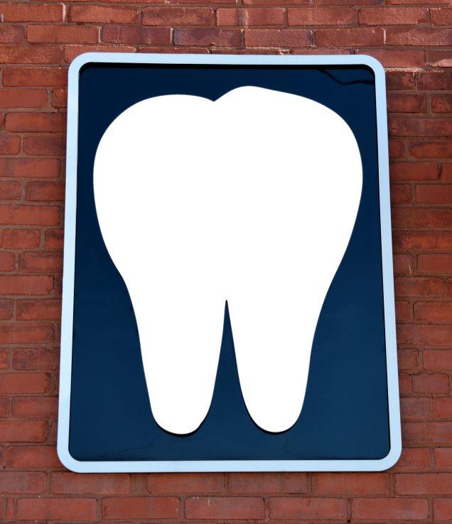 Aprende a prevenir las manchas blancas en los dientes